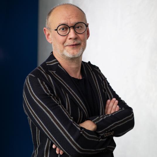 Technischer Sachverstand meets unternehmerische Weitsicht: seit 25 Jahren prägt der Technologiepionier Carl Fruth die AM-Branche
